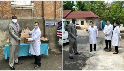 Ambasadorul SUA la Chișinău distribuie prânzuri gratuite medicilor care luptă cu Covid-19