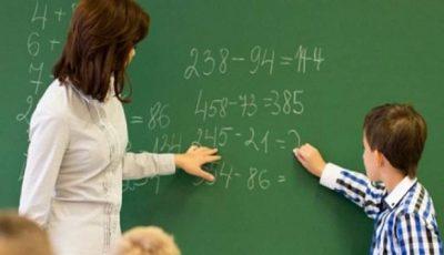 S-a luat decizia ca la salariile profesorilor pentru luna martie să fie tăiate toate sporurile