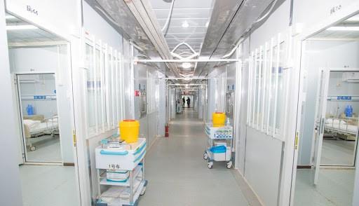 Studiu: Coronavirusul se răspândeşte în aer şi persistă mult timp după ce pacienţii ies din spital