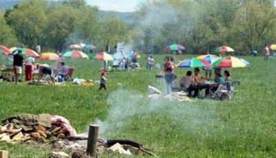 Grătarele și picnicurile în spații publice sunt interzise până pe 30 iunie