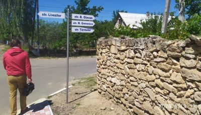 Într-un sat din Moldova au apărut străzi și indicatoare de informare