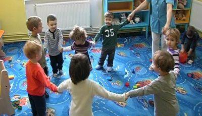 Copiii vor putea fi înscriși on-line la grădiniţă şi în clasa întâi