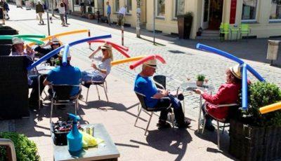 Video. Un restaurant din Germania oferă clienților pălării pentru a menține distanța