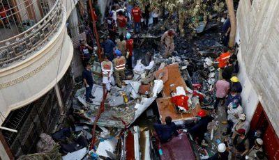 Cel puţin doi pasageri au supravieţuit accidentului aviatic din Pakistan