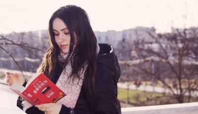 Mai citesc tinerii azi? Redescoperim frumusețea cărților și a lecturii prin ochii tinerei jurnaliste Victoria Surdu