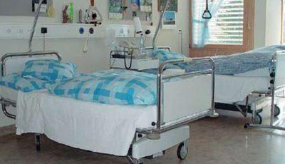 O tânără infectată cu Covid-19 este păzită non stop de polițiști, după ce a fugit de 2 ori din spitale
