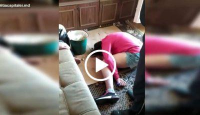 Tineri drogați într-un apartament din Capitală. Locătarii au chemat poliția