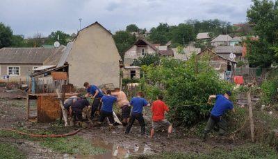 Case inundate, păsări înecate și drumuri distruse în Moldova