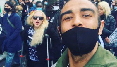 Madonna a apărut în cârje, în mijlocul manifestanților care au cerut dreptate pentru George Floyd