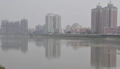 Opt copii s-au înecat într-un râu, după ce unul a căzut în apă, iar ceilalți au sărit să-l ajute
