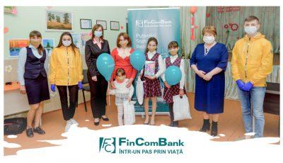 """În cadrul campaniei """"Inspiră copilul pentru un viitor mai bun"""" susţinută de FinComBank, mai mulți elevi au beneficiat de ajutor sub formă de tablete și alte daruri!"""