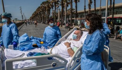 Orașul în care pacienții care se recuperează după COVID-19 sunt duși pe plajă