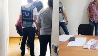 Administratorul unui bloc de locuit din Capitală, reținut de CNA și procurori pentru o mită de 24.000 de euro