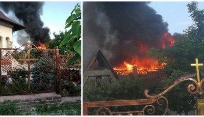 Incendiu uriaș. O casă a luat foc la Dumbrava
