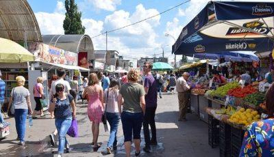 Începând cu 1 iulie, copiii până la 7 ani vor avea acces interzis în piețele din Chișinău