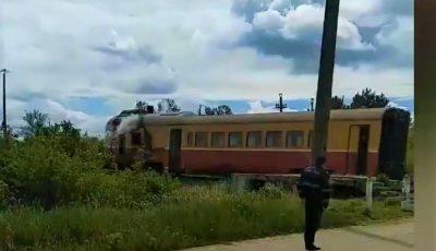 Momente de groază. Un tren cu pasageri a luat foc lângă Dondușeni