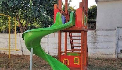 O fetiță a căzut de pe tobogan și și-a fracturat bazinul