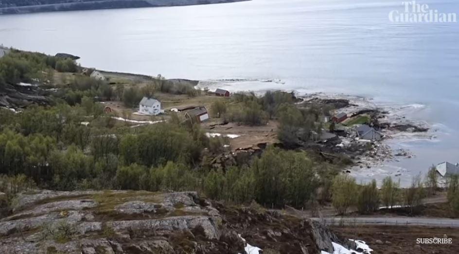 Un sat a ajuns în mare. Alunecare terifiantă de teren, filmată în Norvegia