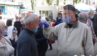 Video! În Piața Centrală se măsoară temperatura, se dezinfectează mâinile