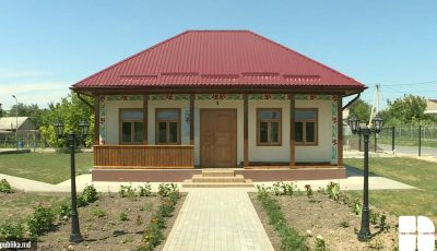 Casa din satul Copăceni, în care s-a născut poetul Adrian Păunescu, a fost renovată