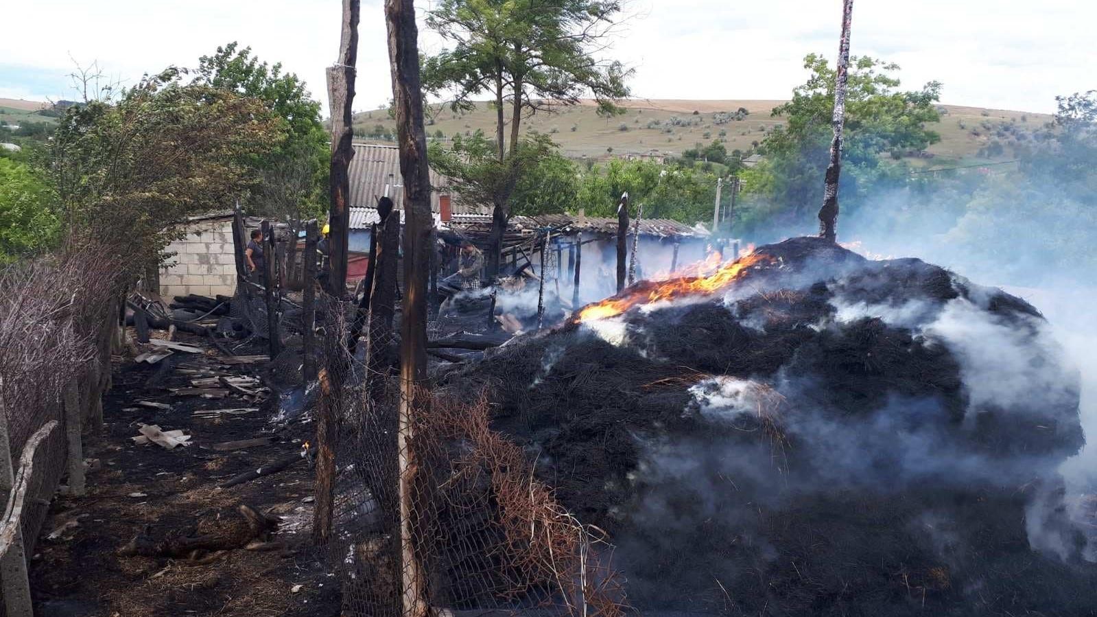 Doi minori care s-au jucat cu chibriturile, au provocat un incendiu de proporții într-o gospodărie din raionul Leova