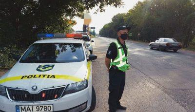 Atenție, părinți. Nu lăsați copiii singuri în mașină. Recomandările poliției pentru siguranța în trafic!