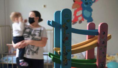 Peste 800 de copii, infectați cu virusul Covid-19. Sfaturile medicilor pentru părinți
