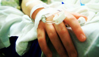 Un copil cu mâna fracturată a fost purtat ore în șir pe la două spitale