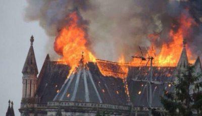 Arde Catedrala franceză Nantes. Peste 70 de pompieri luptă cu focul