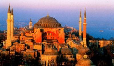 După 86 de ani, musulmanii turci s-au putut ruga în celebra Hagia Sofia. Grecii sunt în doliu