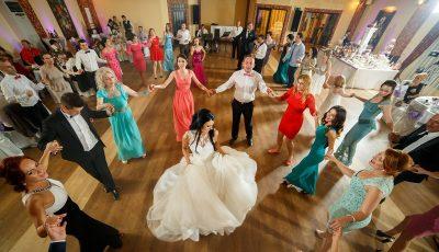 Cu muzică, dar fără dansuri. Cum vor putea fi organizate nunțile după 1 august?
