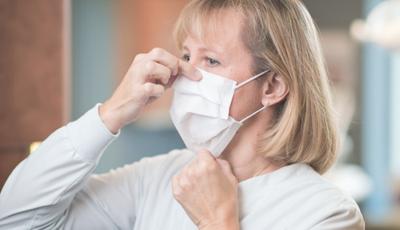Experți: Dacă toți ar purta măști, în două luni pandemia ar fi sub control