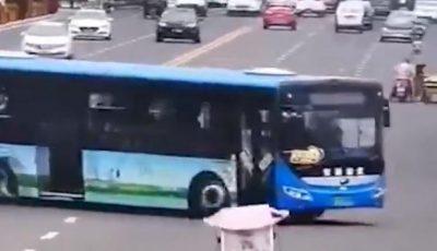 China: cel puțin 21 de elevi au murit după ce un autobuz a căzut într-un lac artificial