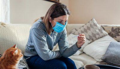 Studiu: oamenii riscă mai mult să se îmbolnăvească de Covid-19 acasă, de la membrii familiei, decât în exteriorul locuinței