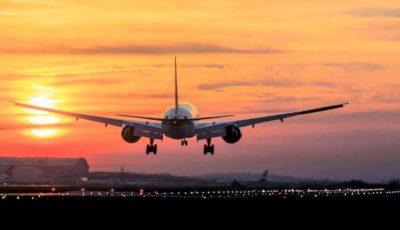 Avion întors pe aeroport, după ce mai mulți pasageri au refuzat să poarte mască de protecție în timpul zborului