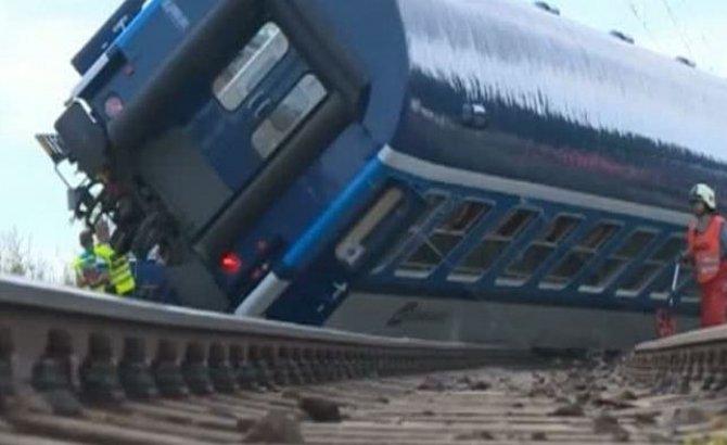 Accident cumplit în Cehia. Două trenuri s-au lovit frontal: sunt cel puțin trei morți și 30 de răniți