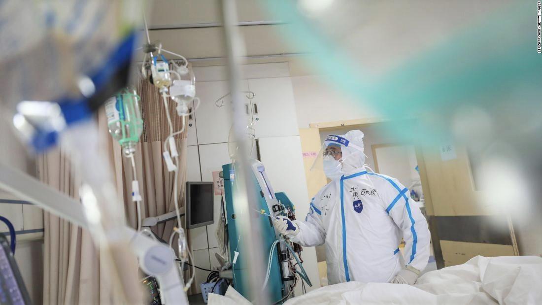 Coşmarul prin care trec bolnavii de Covid-19: unii trebuie să învețe chiar şi să meargă din nou, spun medicii