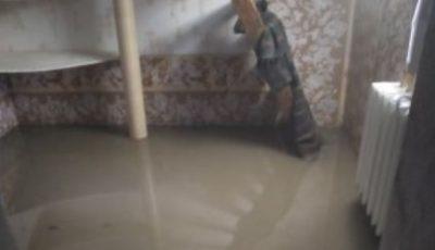 Dezastru. Ploaia puternică din ultimele ore a intrat în casele oamenilor