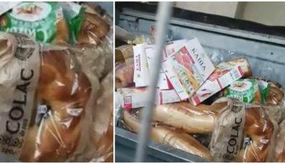 Pâine, colaci și alte produse, aruncate la gunoi în preajma unui supermarket din Capitală