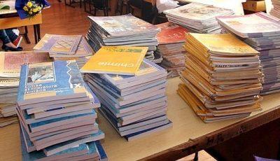 Elevii din gimnazii vor beneficia de manuale gratuite