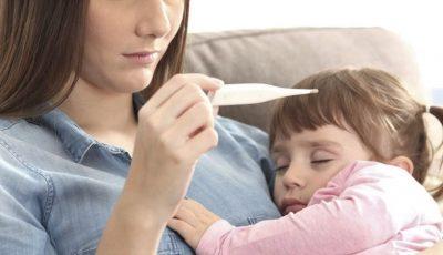 O mămică din Capitală dezvăluie chinul prin care a trecut fetița sa, care prezenta febră și vomă