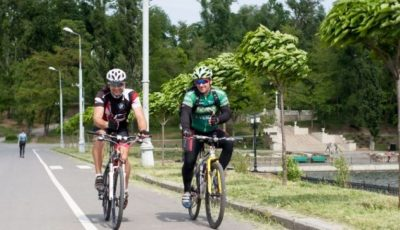 Deplasarea cicliștilor în parcurile din capitală va fi restricționată
