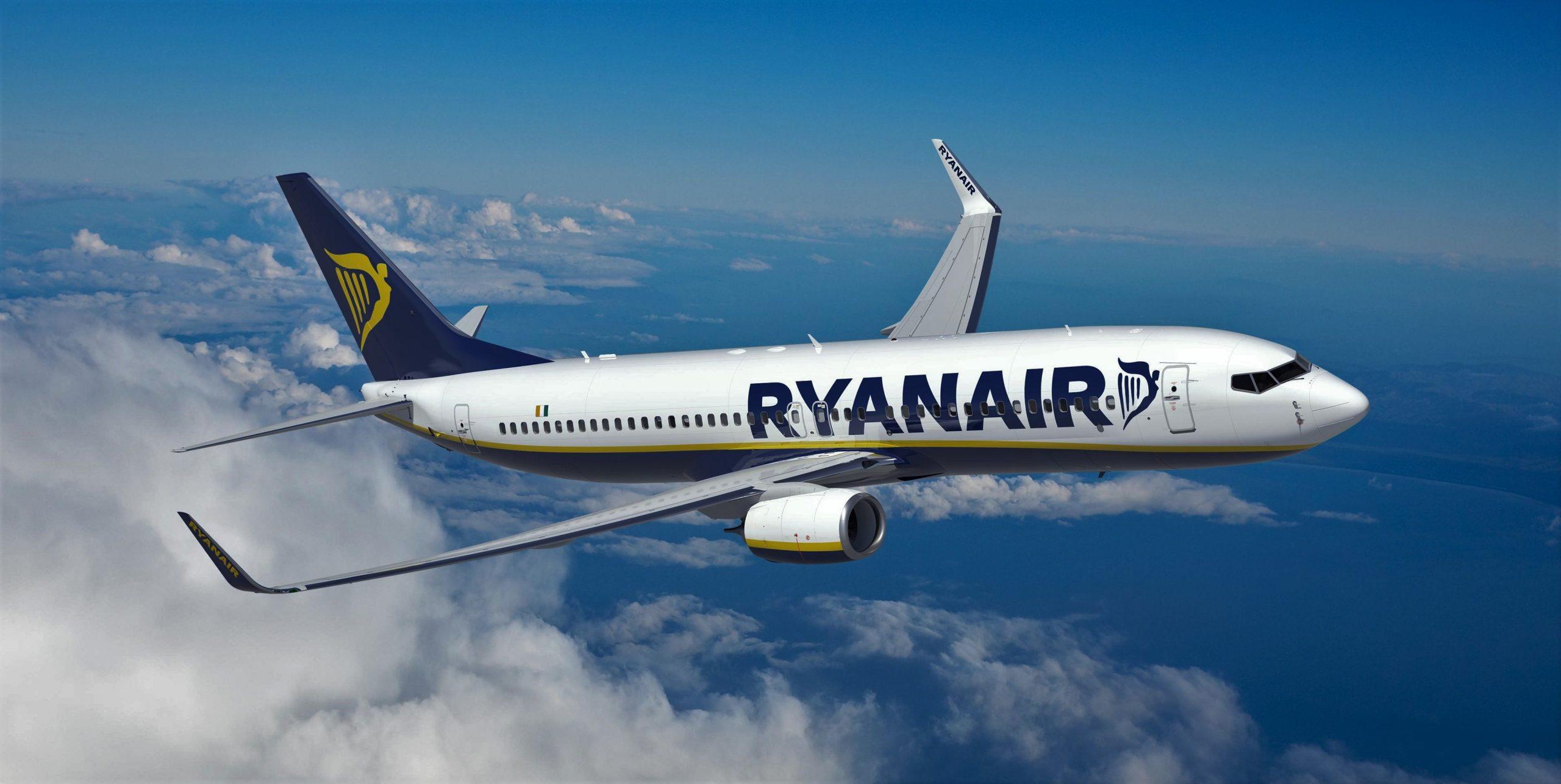 Foto: Alertă de incendiu la bordul unui avion Ryanair cu 160 de pasageri. A aterizat de urgență în Grecia