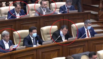 Deputații care nu poartă mască sau o poartă greșit în Parlament