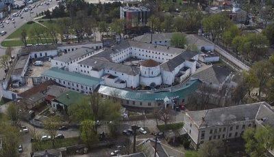 Un tânăr de 18 ani a fost găsit fără suflare într-o celulă din penitenciarul 13