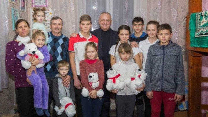 Foto: O familie cu 11 copii din raionul Fălești locuiește într-o casă mică cu două camere