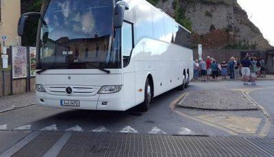 Un sofer care transporta moldoveni în Cehia a fost strivit de autocarul pe care îl conducea
