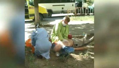 Un bărbat a murit la volan și s-a tamponat într-un microbuz cu pasageri