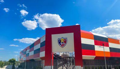 """Stadionul de fotbal pe plajă din parcul """"La Izvor"""" este aproape gata. Cum arată?"""