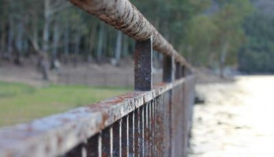 Ungheni: un tânăr a decedat în timp ce repara un gard de metal